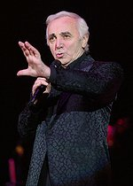 Charles Aznavour (1924-2018), Armenian-born French singer-songwriter and actor, en concert. France, 8 octobre 2002. © Ullstein Bild / Roger-Viollet