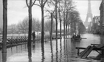 Seine flood. Quai de Grenelle. Paris, January 1910. © Neurdein/Roger-Viollet