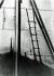 Ombre permanente d'une échelle sur un mur d'un réservoir de carburant provoquée par la chaleur de la bombe atomique et la fonte de la peinture de l'échelle. Hiroshima (Japon), octobre-novembre 1945. © Bilderwelt/Roger-Viollet