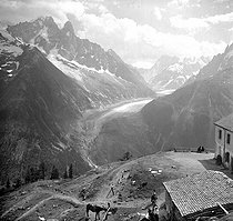 The Mer de Glace (Sea of Ice), view from La Flégère. Refuge on the foreground, 1910-1915. Photo by Ernest Roger. © Ernest Roger / Roger-Viollet