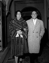 Tino Rossi (1907-1983), French actor and singer, with his wife Rosalie Cervetti (known as Lilia Vetti, 1923-2003), French actress. Paris, 1962. © Noa / Roger-Viollet