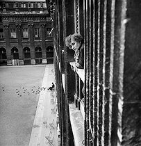 The French writer Colette at the window of her apartment near Palais Royal, 1941. © Pierre Jahan/Roger-Viollet