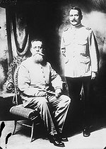 Mexican revolution. Venustiano Carranza (1859-1920), leader of the Constitutionalist movement set against General Huerta. On his left, standing: General Alvaro Obregon (1880-1928). © Albert Harlingue / Roger-Viollet