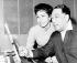 Maria Cole, veuve de Nat King Cole et Duke Ellington (1899-1974), pianiste, compositeur et chef d'orchestre de jazz américain, répétant pour une émission de télévision. New York (Etats-Unis), 22 janvier 1966. © TopFoto / Roger-Viollet