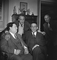 From left to right : Darius Milhaud (1892-1974), French composer, Jean Cocteau (1889-1963), French writer, Francis Poulenc (1899-1963), French composer, and Boris Lipnitzki (1887-1971), French photographer. © Boris Lipnitzki / Studio Lipnitzki / Roger-Viollet