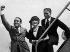 Douglas Fairbanks (1883-1939), acteur américain, son épouse Mary Pickford (1893-1979), actrice canadienne, et Charlie Chaplin (1889-1977), acteur et réalisateur anglais, 1936.   © Ullstein Bild / Roger-Viollet