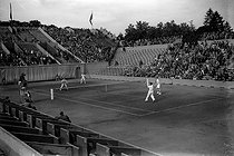 Match of tennis. Men's mixed doubles. Mac Neill-Harris against Boussus-Gentien. Paris, Roland-Garros. © LAPI/Roger-Viollet