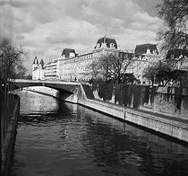 The Petit pont, the Prefecture of police and the Palais de Justice (law courts), Paris 1972. © Roger-Viollet