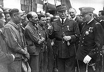 World War II. Marshal Pétain and Admiral Darlan with workers, during a visit in the Gascogne region (France), September 1941. © LAPI/Roger-Viollet