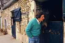 Jean Rochefort (born in 1930) French actor, af the Haras de Villequoy (France), 1986. © Jean-Pierre Couderc/Roger-Viollet