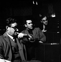 John Mortimer (1923-2009), Harold Pinter (1930-2008) et N.F.Simpson (1919-2011), auteurs dramatiques anglais. Londres (Angleterre), Arts Theatre, 1960.  © John Hedgecoe / TopFoto / Roger-Viollet