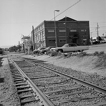 "Cannery Row (""The Street of Sardine"" of John Steinbeck) and the former train station. Monterey (California, United States), 1978. © Anne Salaün / Roger-Viollet"
