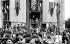 Guerre 1939-1945. Le général De Gaulle dans la ville de Chartres (Eure-et-Loir) libérée. © LAPI/Roger-Viollet