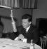 Philippe Bouvard (né en 1929), journaliste et homme de lettres français. Producteur et animateur d'émissions télévisées et radiophoniques. © Claude Poirier / Roger-Viollet