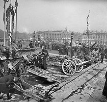 World War I. Cannons and material seized from the enemy at Place de la Concorde. Paris, November 1st, 1918. © Roger-Viollet