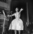 Dalida (1933-1987), chanteuse française d'origine égyptienne, au théâtre de l'Etoile. Paris, octobre 1959. © Studio Lipnitzki/Roger-Viollet