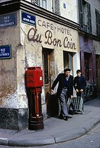 Café at the corner of the rue des Solitaires and the rue Arthur-Rozier. Paris (XIXth arrondissement), 1967. Photograph by Léon Claude Vénézia (1941-2013). © Léon Claude Vénézia/Roger-Viollet