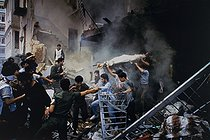 Lebanese Civil War (1975-1990). Rescuers at work after an attack in the Western part of Beirut (Lebanon), 1983. © Françoise Demulder / Roger-Viollet