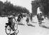Guerre 1939-1945. Paris sous l'occupation. Les Champs-Elysées.      © Albert Harlingue/Roger-Viollet