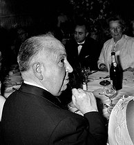 "1963 Cannes Film Festival. Alfred Hitchcock (1899-1980), American director, for the presentation of his movie ""The Birds"". © Roger-Viollet"