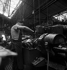 Ouvrier des usines Renault. Boulogne-Billancourt (Hauts-de-Seine), années 1950.  © Laure Albin Guillot / Roger-Viollet