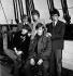 """Les membres des Rolling Stones à bord du """"HMS Discovery"""" sur la Tamise. Second plan : Brian Jones, Mick Jagger et Bill Wyman. Premier plan : Keith Richards et Charlie Watts. Londres (Angleterre), 1963. © TopFoto / Roger-Viollet"""