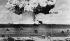 Essais d'armes atomiques. Explosion de la bombe atomique dans le lagon de l'atoll de Bikini. Photographie prise par un appareil commandé automatiquement de loin. Le 14 juillet 1946. © Jacques Boyer / Roger-Viollet