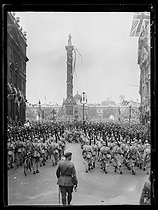 Victory celebrations in England. French soldiers on Trafalgar Square. London (England), on July 19, 1919.  © Excelsior – L'Equipe/Roger-Viollet