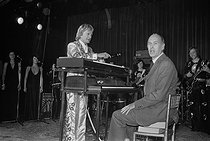 Christmas celebration at the Elysee Palace. Claude François (1939-1978), Egyptian-born French singer, and Valéry Giscard d'Estaing (born in 1926), President of the French Republic, playing the keyboard. Paris (VIIIth arrondissement), December 1975. © Jacques Cuinières / Roger-Viollet