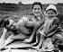 Iouri Gagarine (41934-1968), cosmonaute soviétique, avec sa femme Valentina et sa fille Helena. 1960. © Ullstein Bild/Roger-Viollet