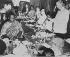 """Harold Macmillan (1894-1986), premier ministre britannique, lors d""""un déjeuner du Commonwealth, 13 janvier 1960. © TopFoto / Roger-Viollet"""