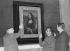 """Emballage de """"La Joconde"""", oeuvre de Léonard de Vinci (1452-1519), avant son départ pour Washington D.C. Paris (Ier arr.), musée du Louvre, décembre 1962. © Imagno/Roger-Viollet"""