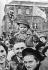 Anschluss. Population autrichienne manifestant avec des croix gammées. Vienne, 13 mars 1938. © Ullstein Bild / Roger-Viollet