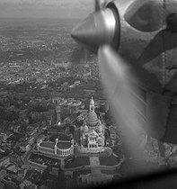 Aerial view of the Sacré-Coeur at Montmartre. Paris (XVIIIth arrondissement), around 1937-1938. © Gaston Paris / Roger-Viollet