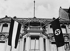 Anschluss. Drapeau autrichien et croix gammée hissés à l'ambassade d'Autriche de Berlin après l'entrée des troupes de la Wehrmacht en Autriche, 12 mars 1938. © Ullstein Bild / Roger-Viollet