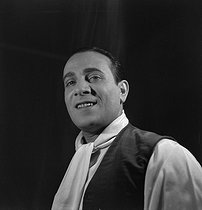Tino Rossi (1907-1983), French actor and singer, 1941. © Gaston Paris / Roger-Viollet