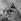 """""""Sois belle et tais-toi"""", film de Marc Allégret. Darry Cowl, Mylène Demongeot, Béatrice Altariba et Henri Vidal. France, 26 décembre 1957. © Alain Adler / Roger-Viollet"""