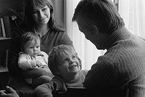 Young couple with their children. Paris, 1967. Photograph by Janine Niepce (1921-2007). © Janine Niepce/Roger-Viollet