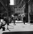 La Wabash Avenue et la ligne de métro, à gauche. Chicago (Illinois, Etats-Unis), avril 1964. © Hélène Roger-Viollet et Jean Fischer / Roger-Viollet
