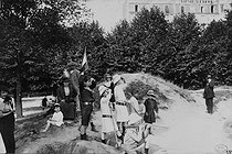 World War One. Children playing war games near the fortifications of Paris, August 20-30, 1914. Photograph by Charles Lansiaux (1855-1939). Bibliothèque historique de la Ville de Paris. © Charles Lansiaux/BHVP/Roger-Viollet