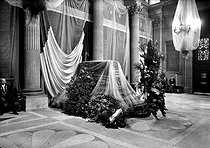 The coffin of Jean Jaurès's ( 1859-1914 ) body exposed to the palace Bourbon before its burial in the Pantheon. Paris, on 1924. HRL-601113 © Albert Harlingue/Roger-Viollet
