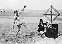 Miss Tamarys, from the théâtre de la Madeleine,  dancing in front of a wireless radio set on the beach of Deauville, 1926. © Roger-Viollet