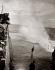 Vague frappant la jetée, vers 1930. © Imagno/Roger-Viollet