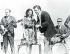 Johnny Cash (1932-2003), chanteur et musicien américain, et sa femme June Carter (1929-2003), chanteuse américaine, lors d'un concert à la prison de Cummins. Etats-Unis, 11 avril 1969.  © TopFoto / Roger-Viollet
