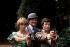 "Joanna Lumley, Patrick Macnee et Gareth Hunt, lors du tournage de ""The New Avengers"". Londres (Angleterre), Pinewood Studios, 12 juillet 1976. © PA Archive/Roger-Viollet"