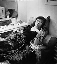 "Juliette Gréco (born in 1927), French actress and singer, in her dressing room during the shooting of ""Eléna et les Hommes"", film by Jean Renoir. France, 1955. © Roger-Viollet"
