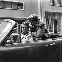 "Jean Seberg (1938-1979), American actress, and Jean-Paul Belmondo (born in 1933), French actor, during the shooting of ""A bout de souffle"", film by Jean-Luc Godard. France, September 1959. © Alain Adler / Roger-Viollet"