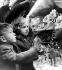 Enfants regardant les vitrines de Noël sur Regent Street. Londres (Angleterre), 10 décembre 1960. © TopFoto/Roger-Viollet