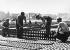 Blocus de Berlin (1948-1949). Mise en place d'une piste d'atterrissage à l'aéroport de Tempelhof. 15 août 1948. © Ullstein Bild / Roger-Viollet