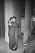 Gilbert Bécaud and Bruno Coquatrix in the wings of the Olympia. Paris. © Roger-Viollet